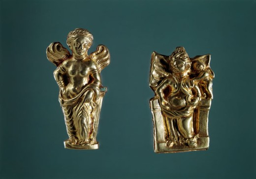 Bactrian Gold: Figurines of Bactrian Aphrodite (Left) & Kushun Aphrodite (Right) Artist Unknown Kabul Museum, Afghanistan  : Stock Photo