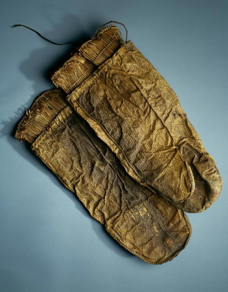 Mittens (Arilluk), Waterproof Fishskin Mittens, Eskimo Art, USA, Washington DC, Smithsonian Institution (National Museum of Natural History) : Stock Photo