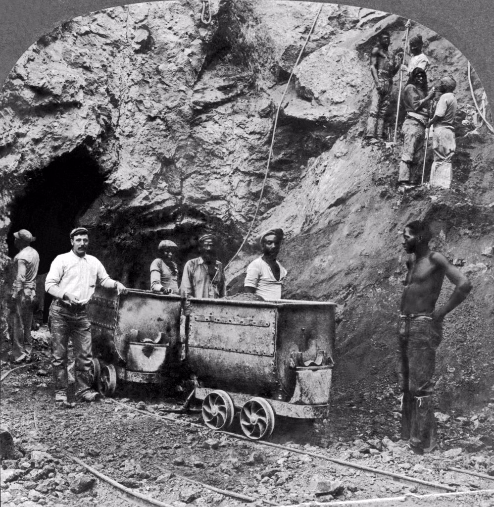 Kimberley, South Africa: c. 1900. Native black workers taking out the diamondferous blue earth that contains the diamonds in a mine at Kimberley in South Africa. : Stock Photo