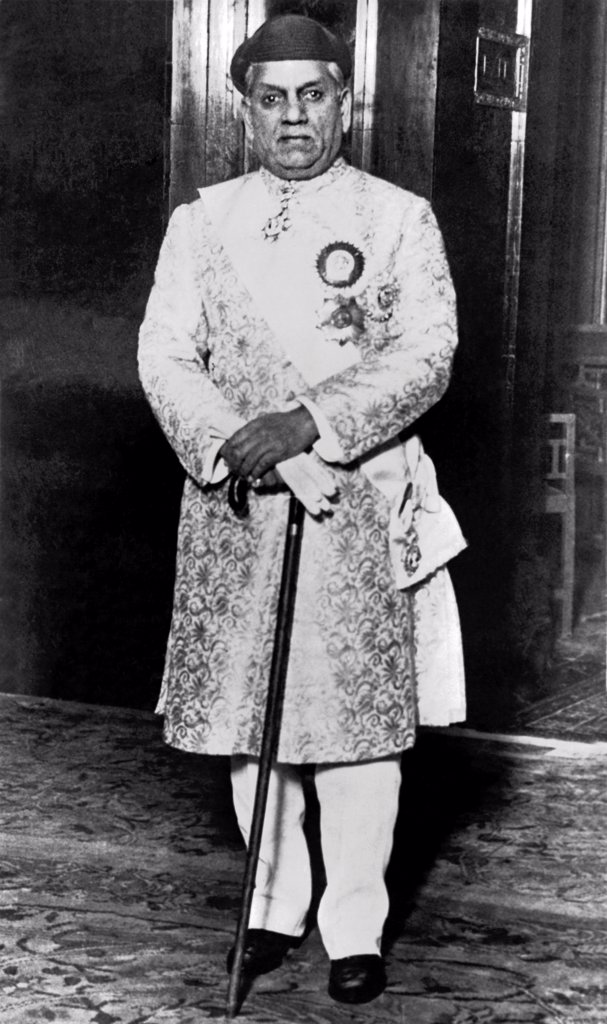 Stock Photo: 1035-12398 London, England:  c. 1926. The Maharajah Gaekwar of Baroda, India at the Round Table Conference dinner party given by King George.