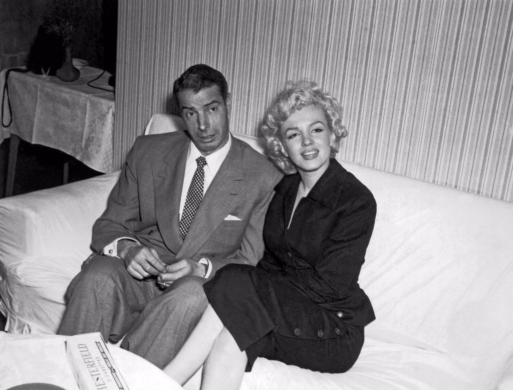 Stock Photo: 1035-12653 United States: c. 1954 Marilyn Monroe and Joe DiMaggio.