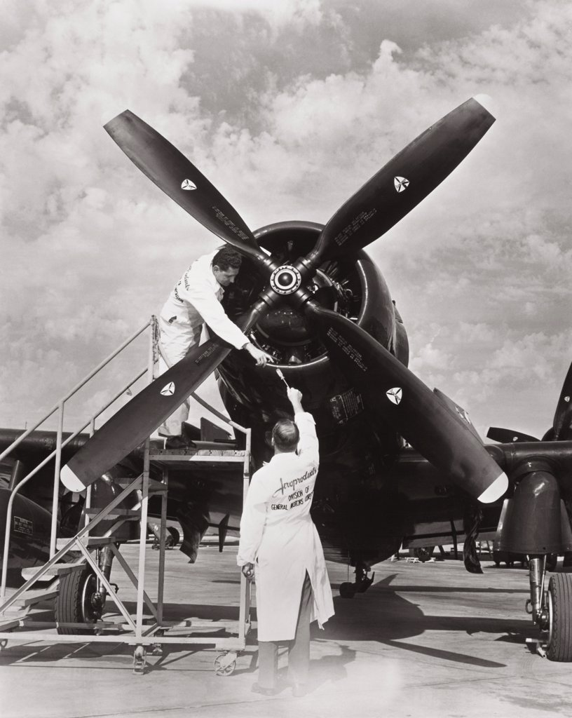 Douglas AD-4 Propeller installation 