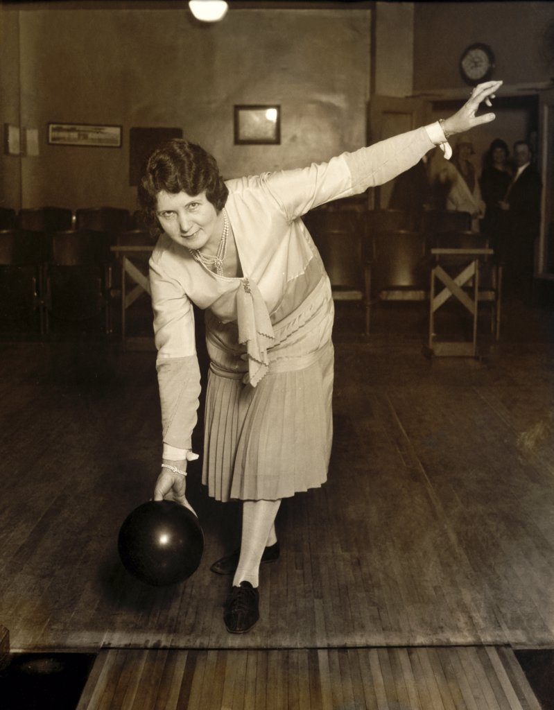 Stock Photo: 1035-706 Portrait of a mid adult woman bowling