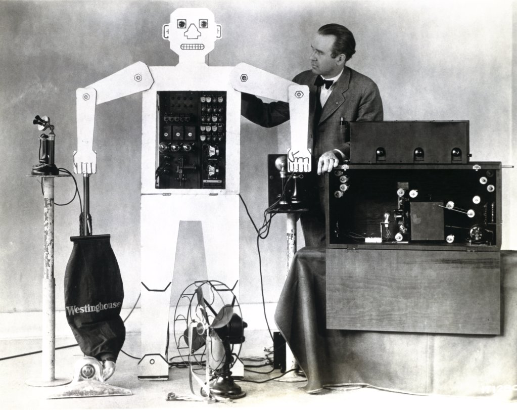 Mature man standing near a robot, Televox Robot, Westinghouse Electric and Manufacturing Company, 1926 : Stock Photo