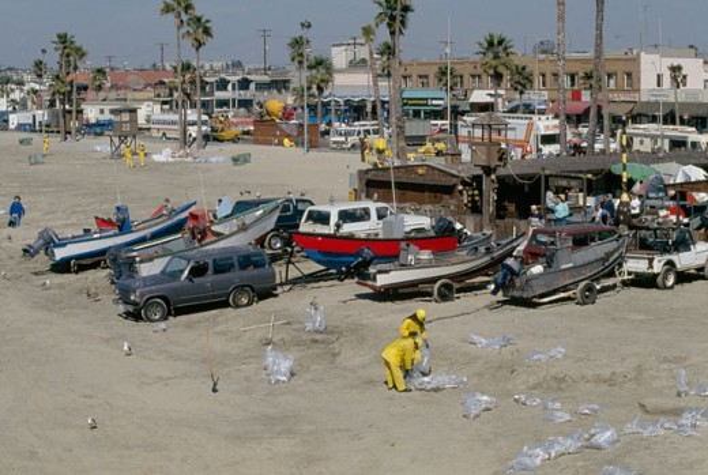 Stock Photo: 104-454 Oil Spill Clean Up Newport Beach California USA