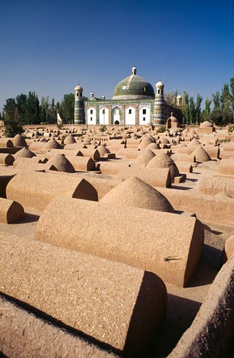 Cemetery with a mausoleum in the background, Abakh Hoja Tomb, Kashgar, Xinjiang Province, China : Stock Photo