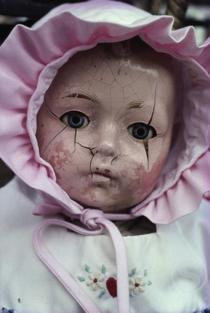 Stock Photo: 1053-118 Close-up of a cracked doll