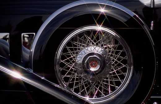 Stock Photo: 106-1354B Close up view of wheel belonging to 1929 Duesenberg Murphy, Sports Sedan J151