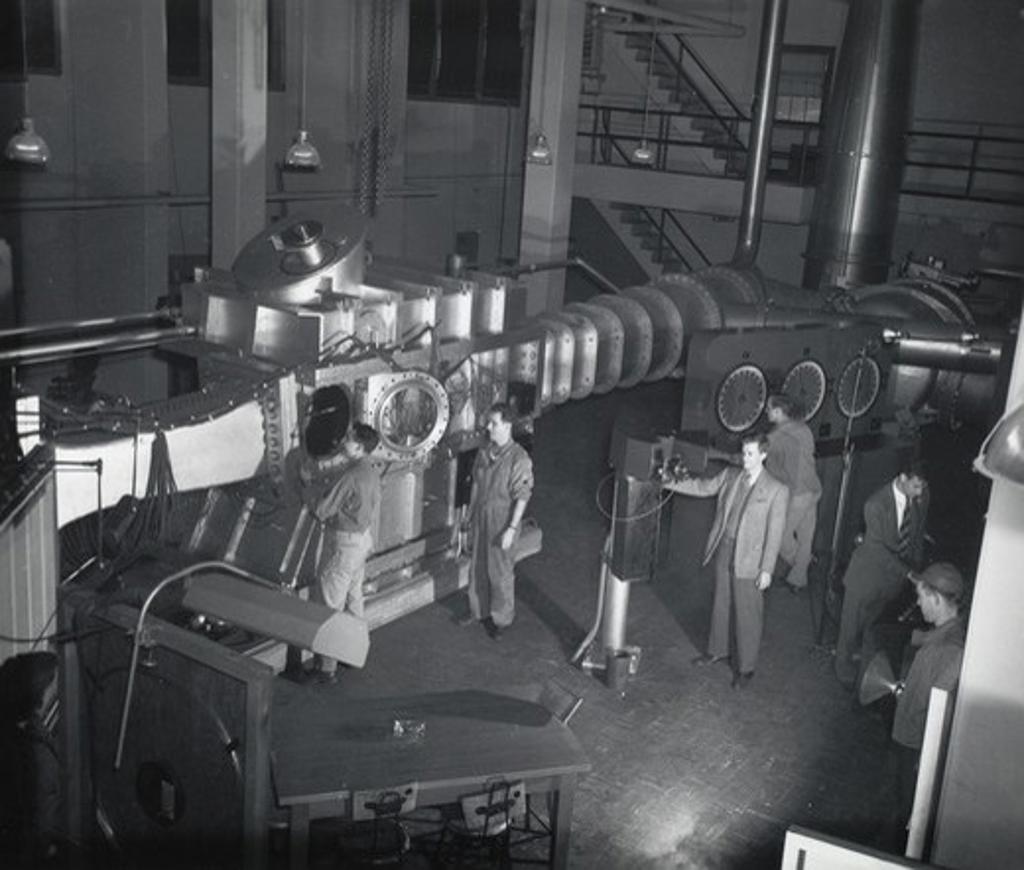 USA, Maryland, Aberdeen, Aberdeen Proving Ground, Ballistics Research Laboratory, Men working with supersonic wind tunnel : Stock Photo
