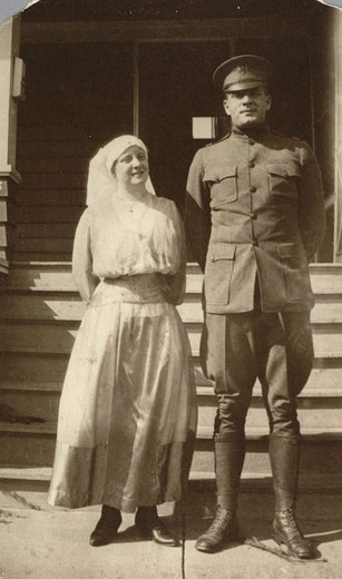 Edwin Powell Hubble in uniform with sister Lucy during World War I : Stock Photo