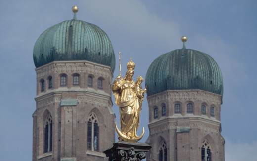 Low angle view of a statue in front of a cathedral, Frauenkirche, Munich, Germany : Stock Photo