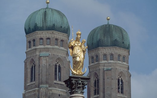 Stock Photo: 1096-1862E Low angle view of a statue in front of a cathedral, Frauenkirche, Munich, Germany