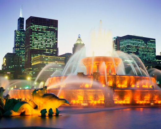 Stock Photo: 1096-2076A Buckingham Fountain lit up at night, Grant Park, Chicago, Illinois, USA