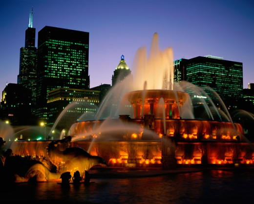 Stock Photo: 1096-2076B Buckingham Fountain lit up at night, Grant Park, Chicago, Illinois, USA