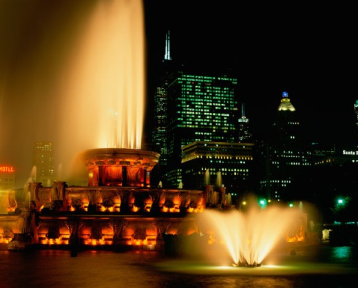 Buckingham Fountain lit up at night, Grant Park, Chicago, Illinois, USA : Stock Photo