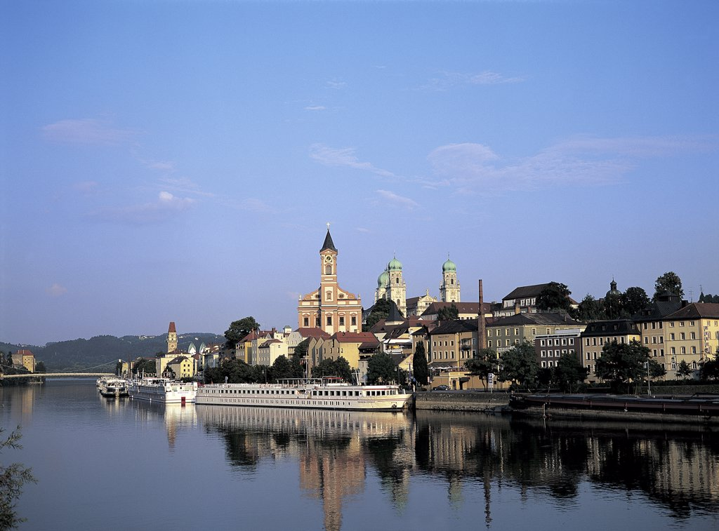 Stock Photo: 1119-1424 Danube River Passau Germany
