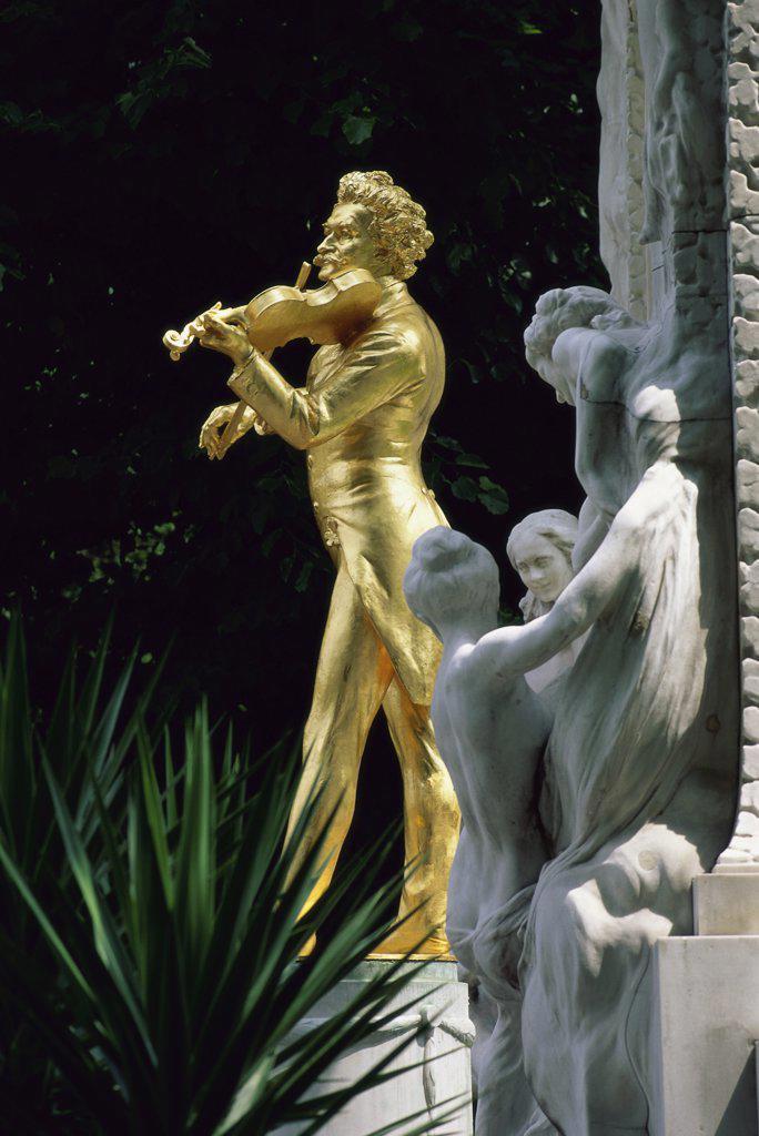 Stock Photo: 1119-164 Johann Strauss Memorial  City Park  Vienna  Austria