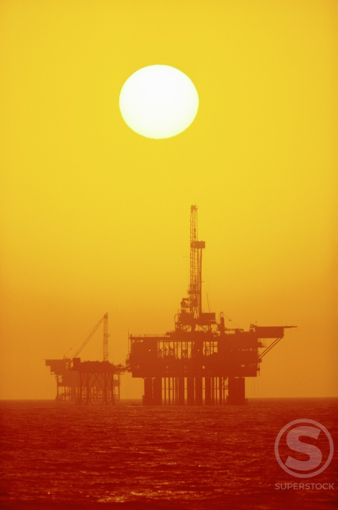 Stock Photo: 112-1275 Offshore Oil Rig