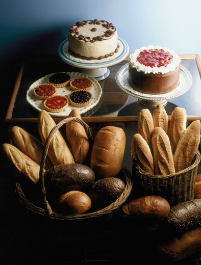 Close-up of assorted breads and cakes : Stock Photo