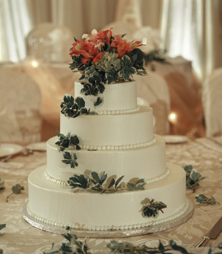 Close-up of a wedding cake on a table : Stock Photo