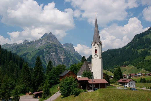 Austria, Vorarlberg, Schrocken, Heimboden, Parish church in mountain landscape : Stock Photo