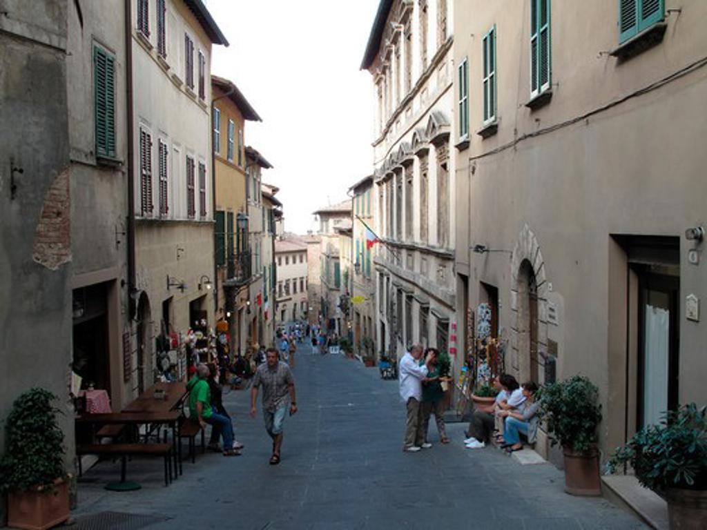 Stock Photo: 1246-1256 Italy, Tuscany, Province of Siena, Montepulciano: Street scene