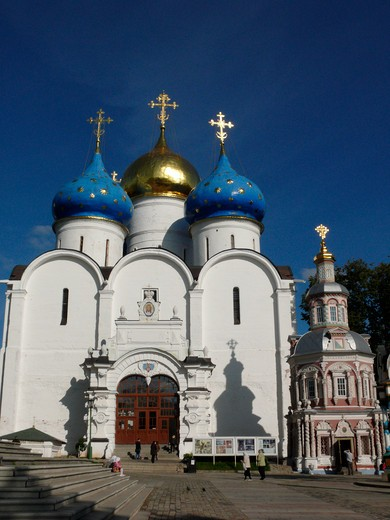 Stock Photo: 1246-1612 RUSSIA, Moscow, Sergiev-Posad (Zagorsk), Tróice-Sérgijewa  Láwra: Mariae Ascension Cathedral, Chapel  of the Holy Well ,