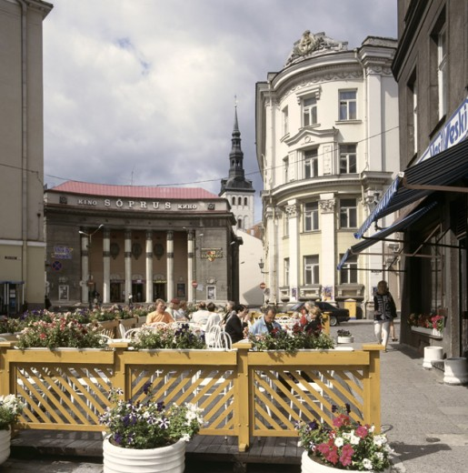 Stock Photo: 1246-279 People sitting at an outdoor cafe, Tallinn, Estonia