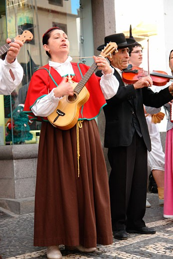 Stock Photo: 1246-979 Musicians playing violin, Funchal, Madeira, Portugal