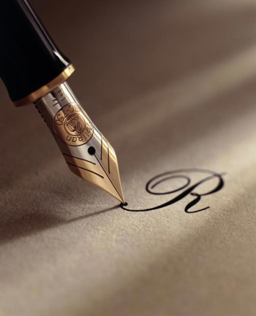 Close-up of a fountain pen : Stock Photo