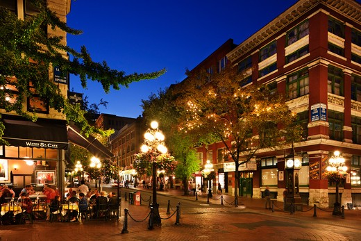 Stock Photo: 1269-3256 People at a sidewalk cafe, Gastown, Vancouver, British Columbia, Canada