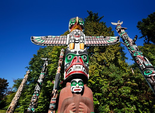 Low angle view of totem poles in a field, Stanley Park, British Columbia, Canada : Stock Photo