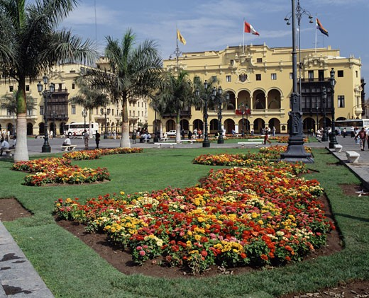 Stock Photo: 1269-535 Garden in front of a building, Plaza de Armas, Lima, Peru
