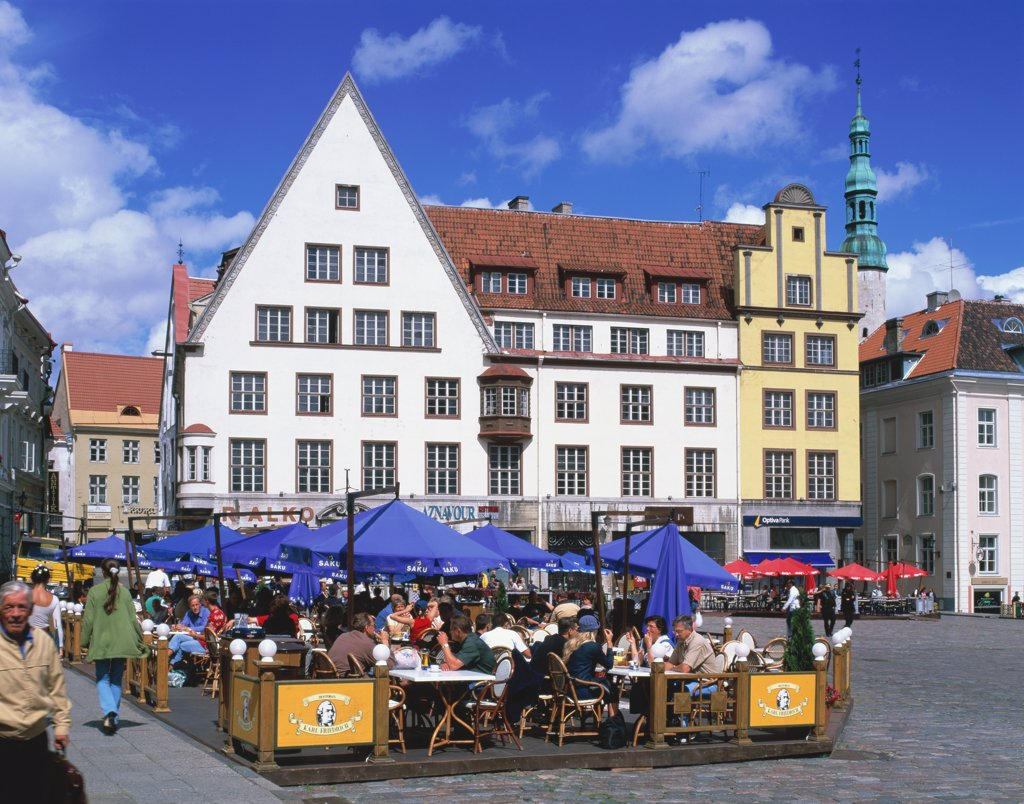 Stock Photo: 1269-940 People sitting at an outdoor cafe, Town Hall Square, Tallinn, Estonia