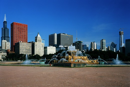 Stock Photo: 1280-410A Fountain in a park with skyscrapers in the background, Buckingham Fountain, Grant Park, Sears Tower, Chicago, Illinois, USA