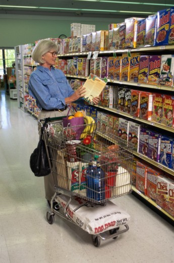 Senior woman shopping in a grocery store : Stock Photo