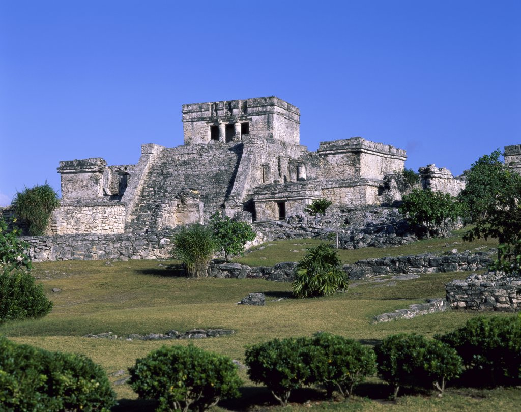 Ancient building ruins, El Castillo, Tulum (Mayan), Mexico : Stock Photo