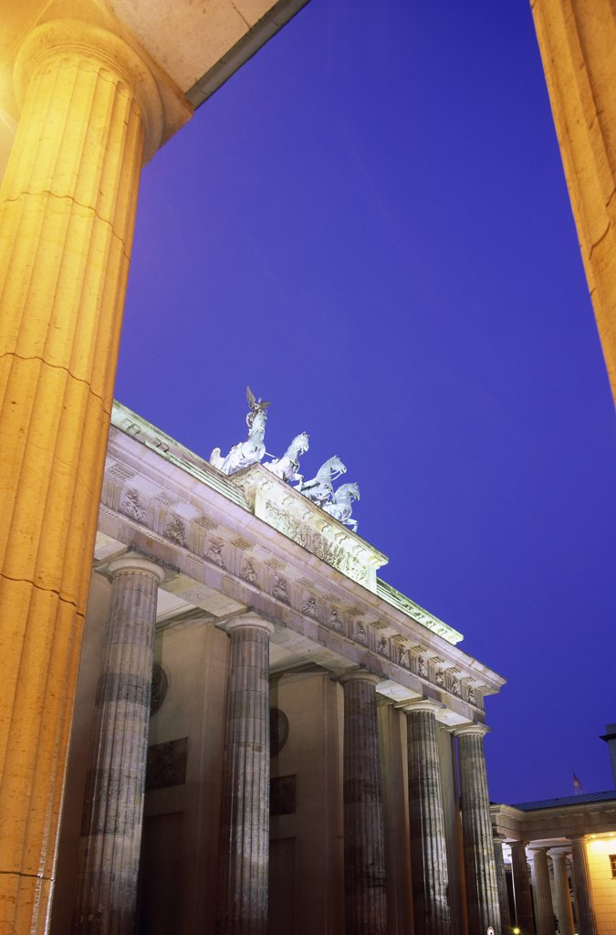 Stock Photo: 1288-1495 Low angle view of a gate, Brandenburg Gate, Berlin, Germany