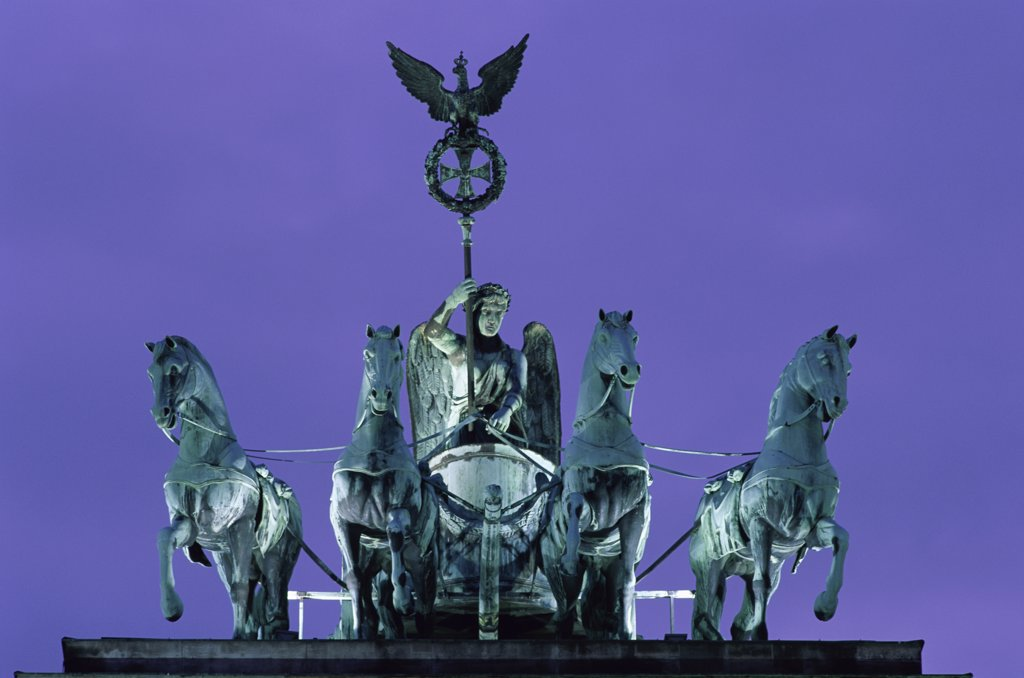 Stock Photo: 1288-1497 Quadriga Statue, Brandenburg Gate, Berlin, Germany