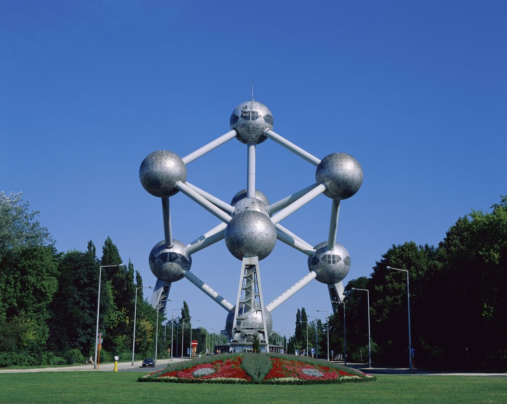 Low angle view of a monument in a park, Atomium, Brussels, Belgium : Stock Photo