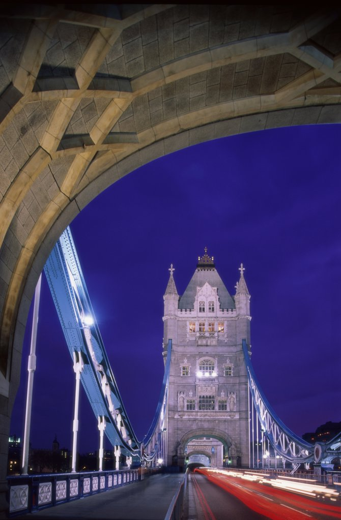 Stock Photo: 1288-1761 Traffic on a bridge, Tower Bridge, London, England