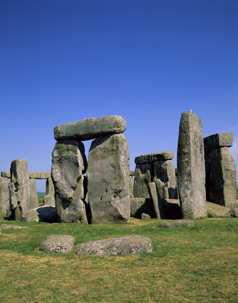 Ancient stone structures on a landscape, Stonehenge, Wiltshire, England : Stock Photo