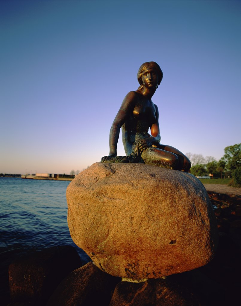 Silhouette of the Little Mermaid statue, Copenhagen, Denmark : Stock Photo