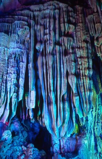 Stock Photo: 1306R-334 Illuminated rock formations at Reed Flute Cave, Guilin, China