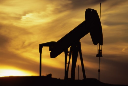 Stock Photo: 1308-265 Silhouette of an oil well