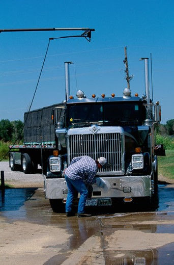 Stock Photo: 1308-287 Man cleaning a truck in Barber, Kansas, USA