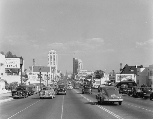 USA, California, Los Angeles, Wilshire Boulevard street scene : Stock Photo
