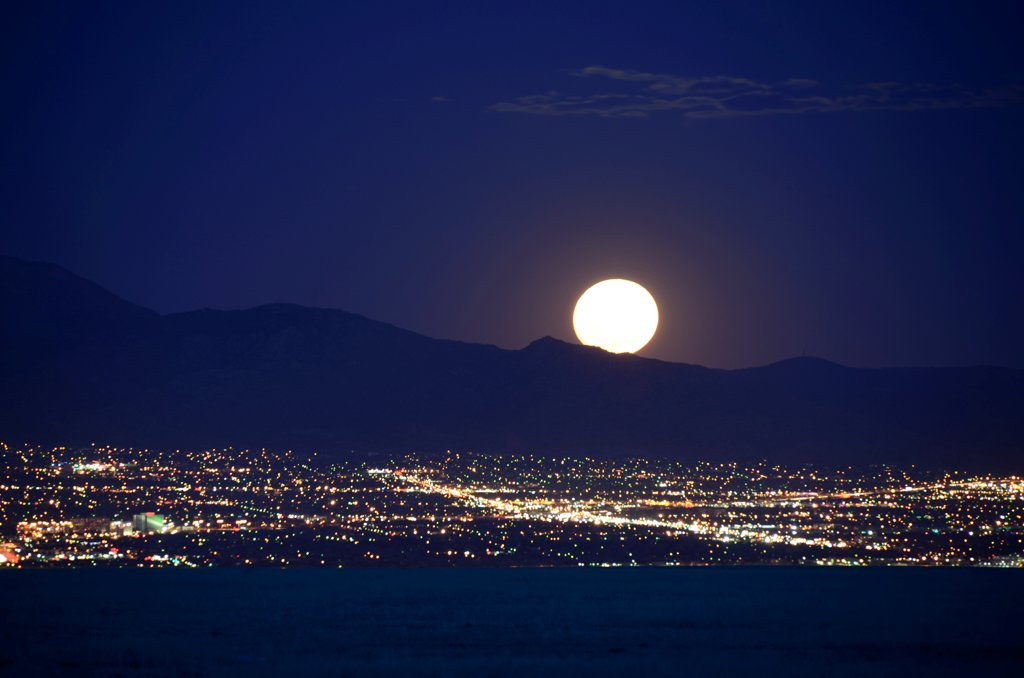 Stock Photo: 1311-2659 Super Moon over Albuquerque, New Mexico, USA