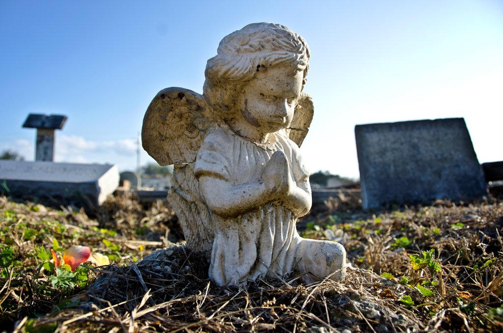 Stock Photo: 1311-2698 Statue of an angel at Holt Cemetery, New Orleans, Louisiana, USA