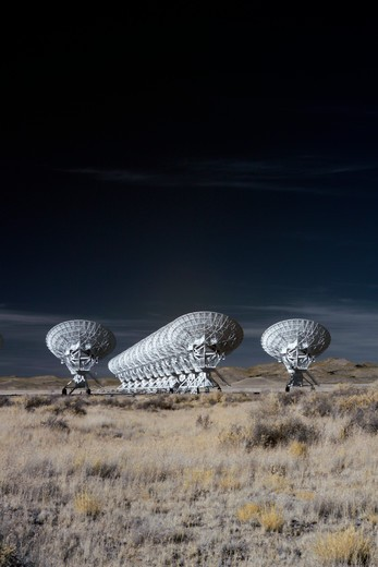 Stock Photo: 1317-1280 Radio telescope satellite dishes of the Very Large Array, New Mexico, USA
